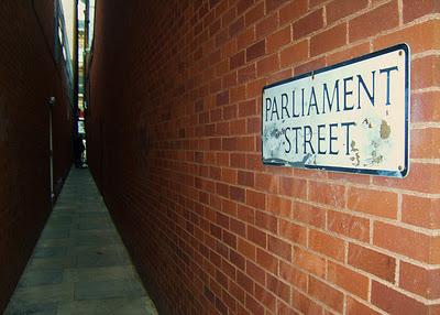 Parliament Street, Эксетер, Англия, необычные улицы