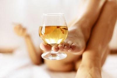 вино, белое вино, девушка пьет вино