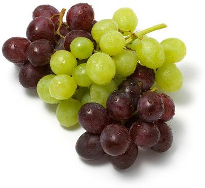 виноград, белый и синий виноград