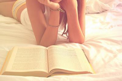 девушка читает книгу, девушка отдыхает, книга
