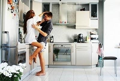 Картинки парень и девушка на кухне фото 595-344