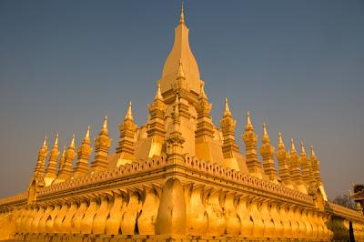 2. Буддийский Монастырь Луанг (PHA THAT LUANG)