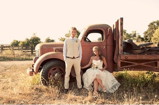 Свадебный транспорт в деревенском кантри стиле (пикап)