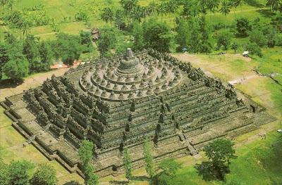 9. Буддийские Монастырь в Боробудур (BOROBUDUR)