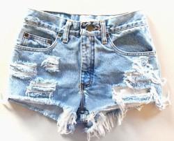 Возвращаем в гардероб любимые джинсы, протертые между ног