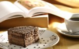Почему вредно чтение во время еды?