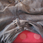 Потертые джинсы фото