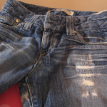 Отремонтированные джинсы фото