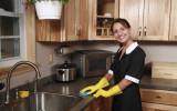 Домработница на кухне фото