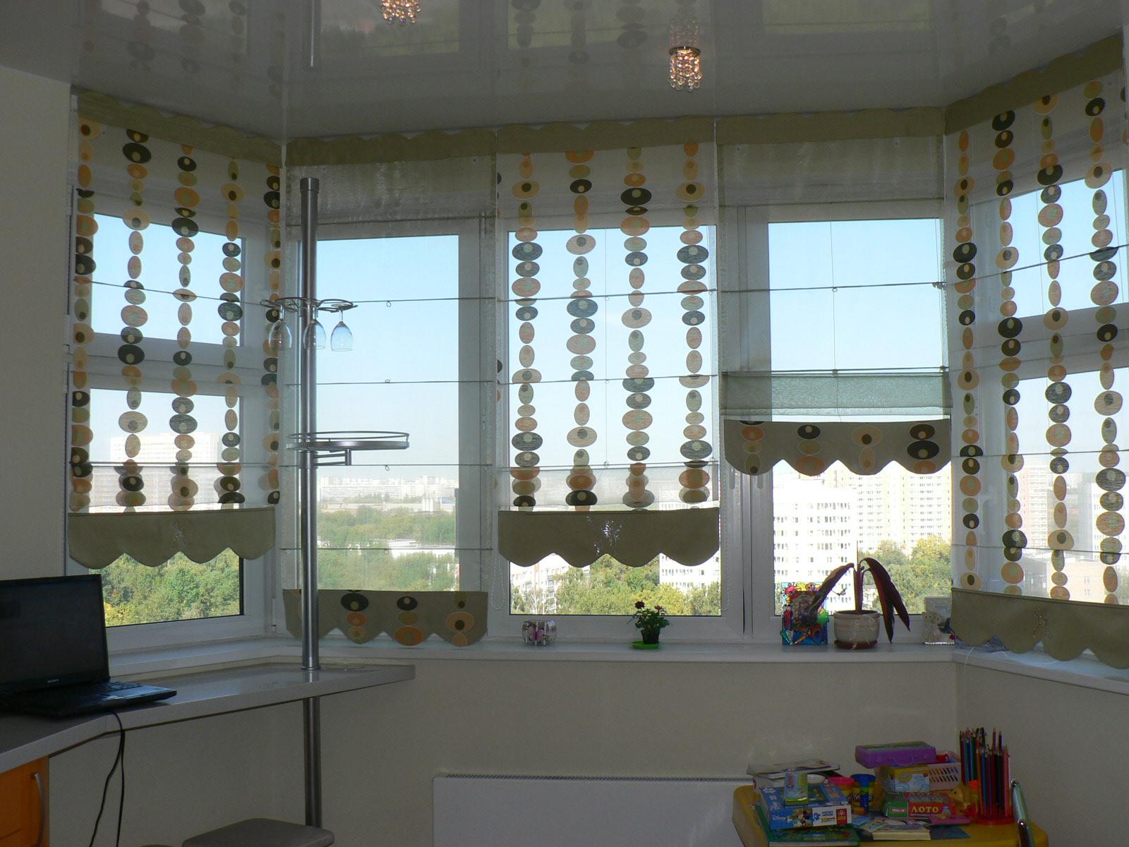 Шторы для балкона: фото римские и рулонные шторы на лоджию и.