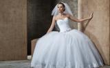 Девушка в свадебном платье фото