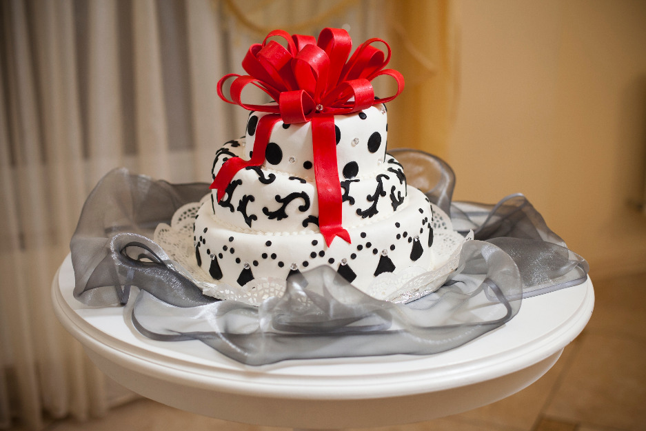Роскошно оформленый торт фото