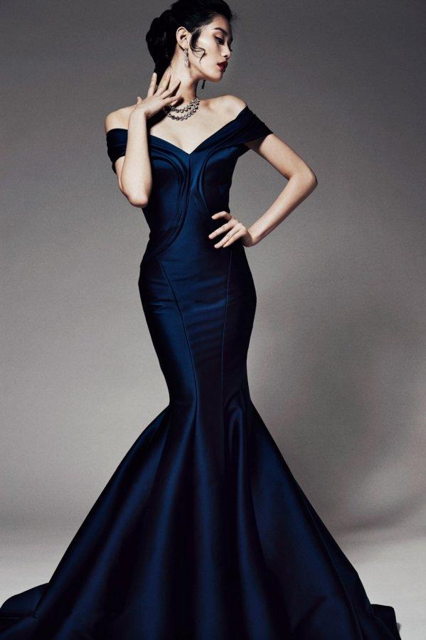 Девушка в платье фото