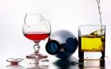 Алкоголь в бокалах фото
