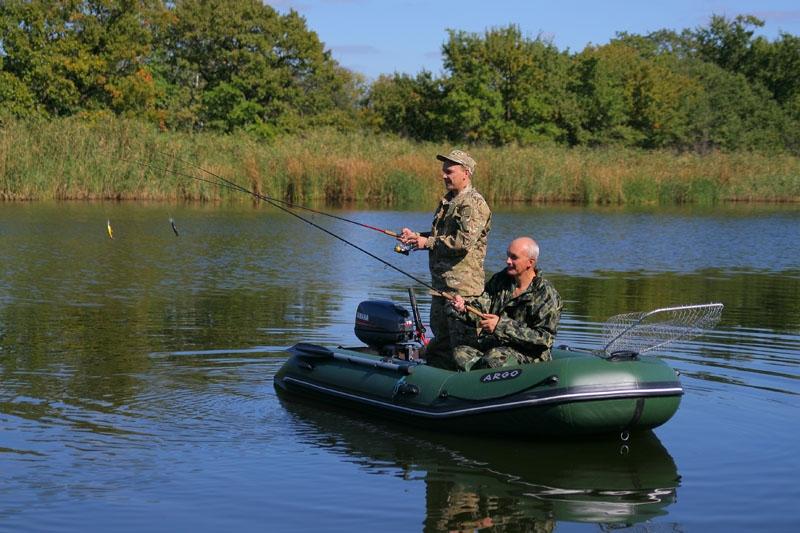 видео рыбалка с лодки пвх с мотором видео