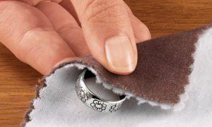 Как ухаживать за серебряными украшениями?