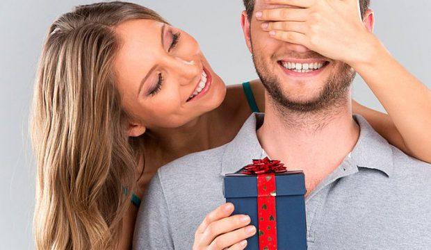 Обеспеченный мужчина не дарит подарки 93
